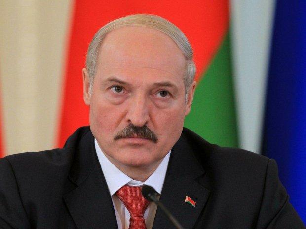 Лукашенко слізно просить у Путіна вибачення і знижку на газ, жалюгідне видовище