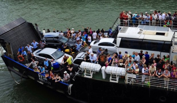 У Криму судно з пасажирами дрейфувало 13 годин через лоцмана-втікача