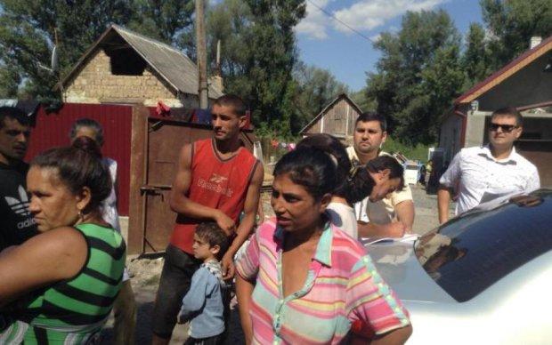 Вогнем і битою: поліція схопила праворадикалів, які знищили табір ромів