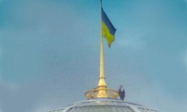 Зеленський забрався на купол Ради