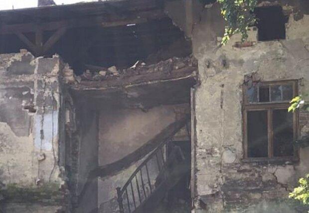 Дома во Львове рассыпаются на глазах — стена не выдержала