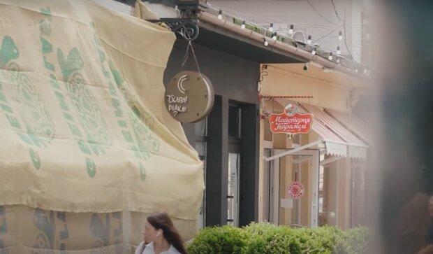 """У Тернополі хитрий бізнесмен захопив власне кафе в масці і з автоматом - афера гідна """"Оскара"""""""