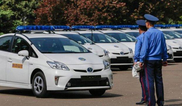 Япония передала нашим милиционерам 348 гибридных авто
