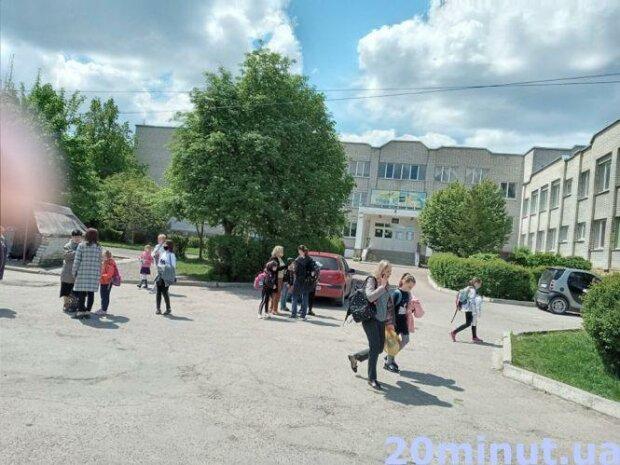Замінували школу, фото: Тернопіль.20 хвилин