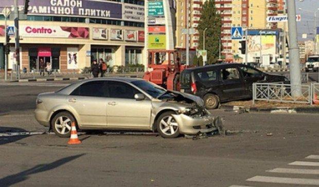Три иномарки столкнулись в Харькове - четыре человека в больнице (фото, видео)