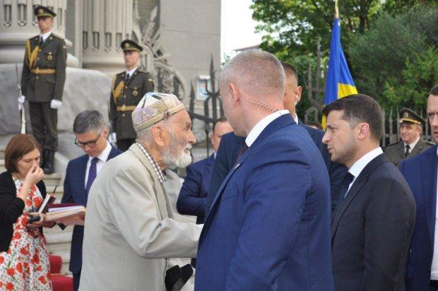 Порошенко бросил, а Зеленский дал новую жизнь: невероятную человечность президента показали одним фото