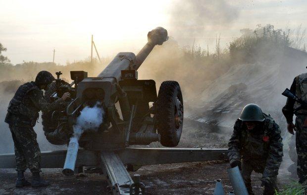 """""""Праздник путинской содомии"""" в Донецке: оккупанты стреляют без разбора, город в огне, едва живые люди прячутся по разбомбленных домам"""