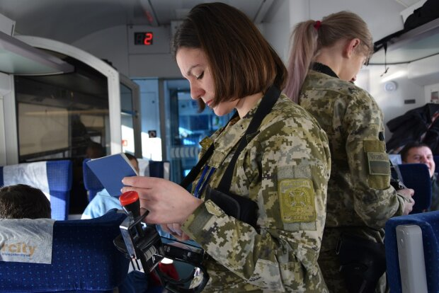 Иностранец спровоцировал на границе Украины международный скандал: $5000 за штамп