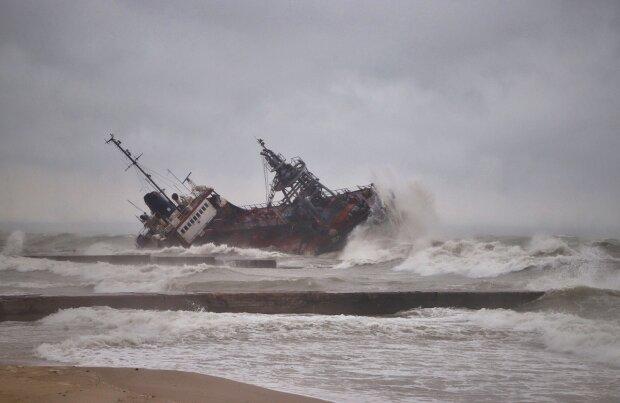 """Кораблекрушение танкера """"Делфи"""" в Одессе, фото dumskaya.net"""