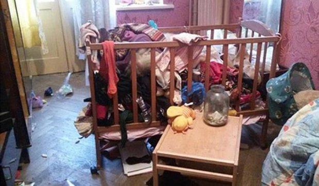 Двухлетняя девочка жила  впроголодь  с матерью-алкоголичкой в Харькове (фото)