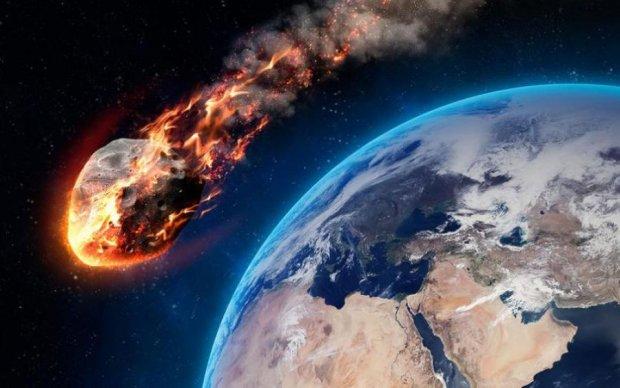 """NASA показало наближення гігантського """"булижника"""" до Землі"""