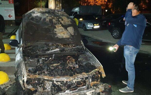 Підпал авто журналіста, фото: PavlovskyNEWS