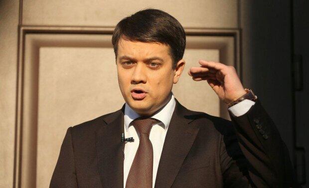 Разумков засвітив перед Зеленським дорогезний годинник, 60 мінімалок: до виборів ховав