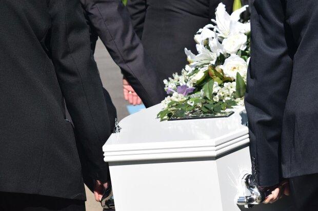 З експрезидентом простяться в персональному мавзолеї: родичі зчепилися з владою, назріває скандал