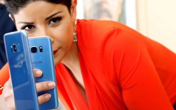 Иногда банан – это смартфон: Samsung запатентовала странную новинку