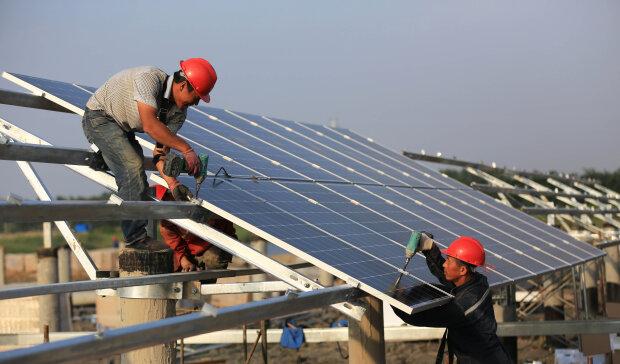 Солнечный панели зеленая энергетика // фото Getty Images
