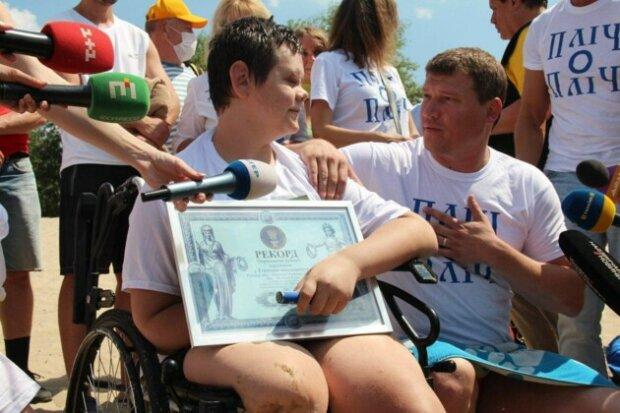 16-річний спортсмен, який втратив на війні ноги і руку, здійснив унікальний заплив у Києві