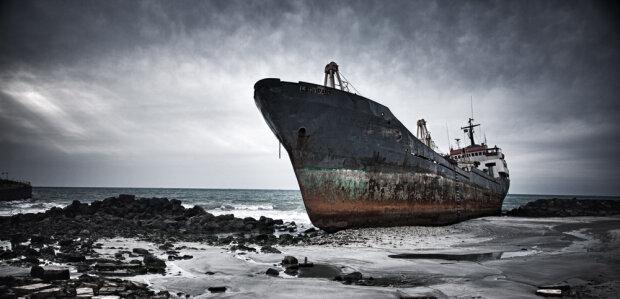 Корабель-привид, таємнича істота та хвилі-гіганти: які секрети приховує Чорне море