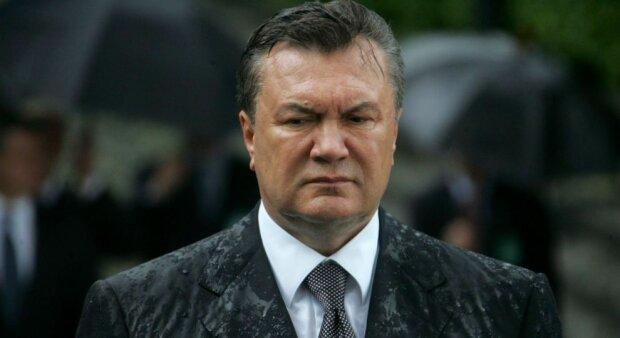 По Киеву бродит синий и печальный призрак Януковича