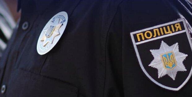 Под Днепром полицейские забрали детей от горе-матери — напилась и захрапела на остановке