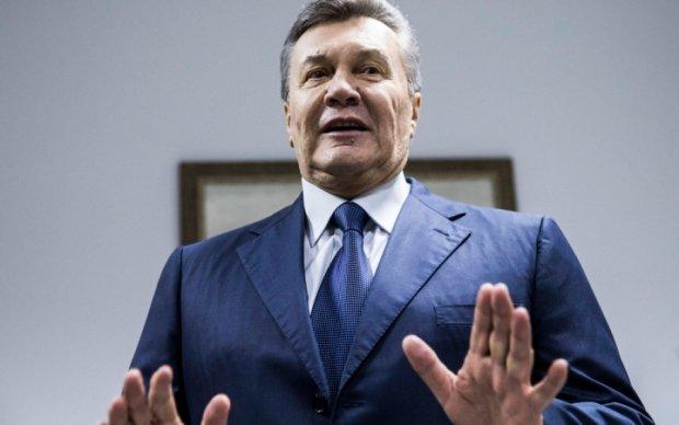 На Януковича з паспортом чекають у Києві