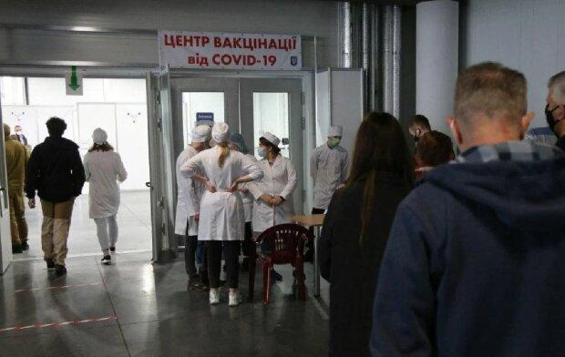 Центр вакцинації, фото: Unian