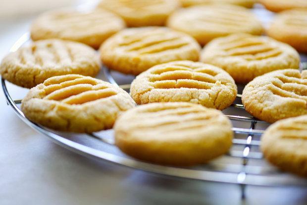 Швидке печиво на сметані та маргарині: смачна ідея для тих, хто не має часу готувати