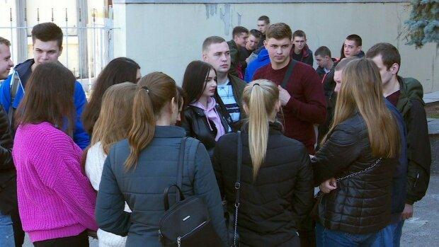 В Днепре студенты сидят без воды и отопления, Общественное