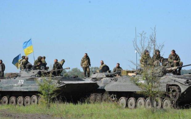 Украинский снайпер одним выстрелом уничтожил боевика: видео 18+
