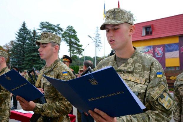 Прийшов голосувати – забрали до армії: що потрібно знати українцям