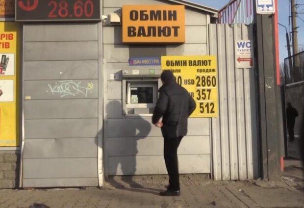 Его курс всреднем привязан кроссийскому— Секрет белорусского рубля