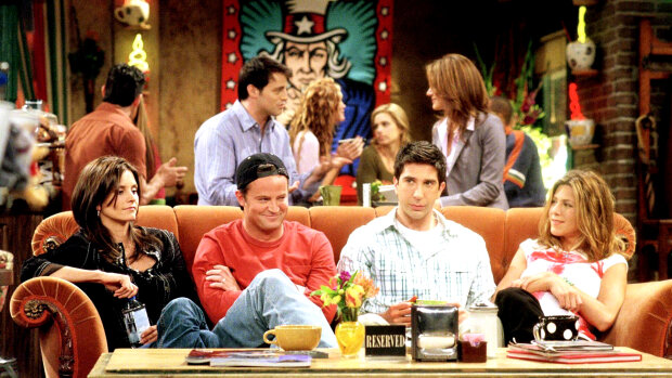 """Легендарные """"Друзья"""" возвращаются на экраны, за дело взялся HBO: когда любимая шестерка соберется в уютном кафе"""