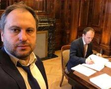 процес підписання угоди із Газпромом, фото Facebook