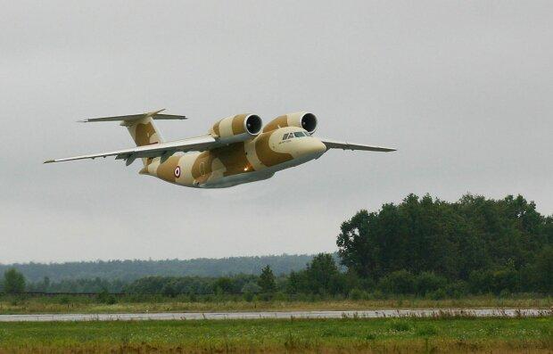 Мужній пілот посадив падаючий літак і знепритомнів: з-за штурвалу – у реанімацію, перші подробиці аварії