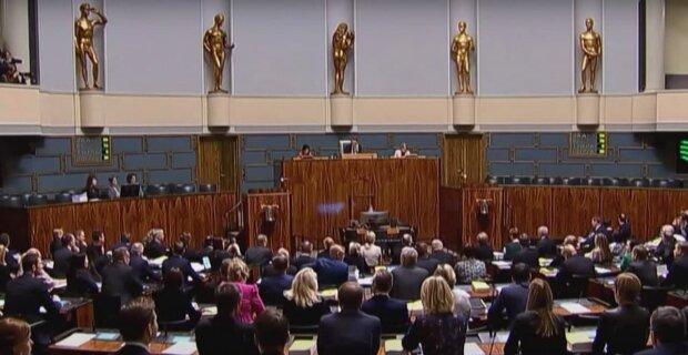 Премьер-министра кормили за счет бюджета - 28 тысяч в месяц: проводится проверка