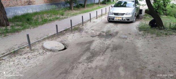 """В Харькове уничтожили дорогу ради тротуара, водители в ярости: """"Год назад заявление написали!"""""""