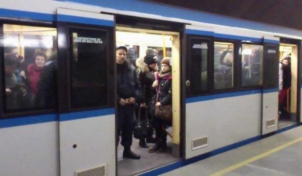 Банда глухонімих злодіїв краде гаманці в метро