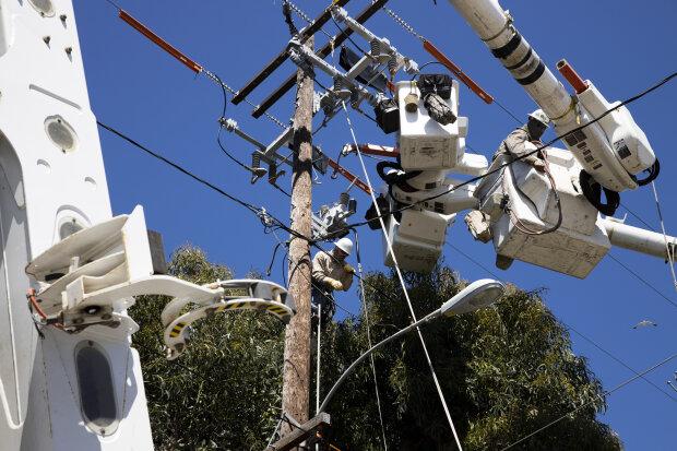 Электричество, энергия, опоры, сети \\ фото Getty Images