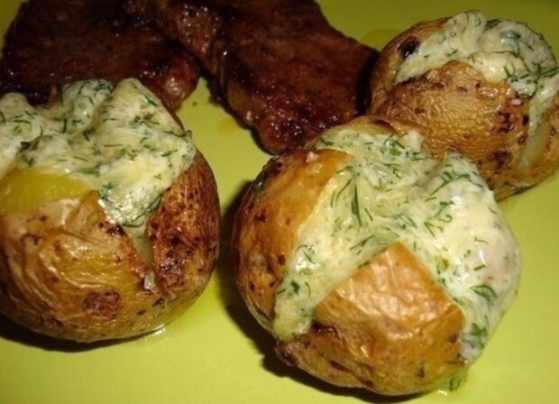 Запеченный картофель, фото: instagram.com/savory_tasty