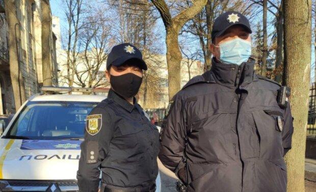 """Строгие львовские патрульные потеряли покой перед Новым годом: """"Празднуйте с умом"""""""