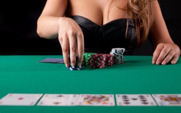 Голий покер: зірка Playboy затьмарила конкуренток