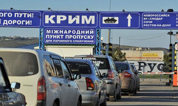 Українцям спростили правила перетину кордону з Кримом