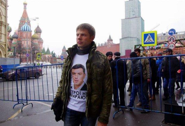 Депутата Верховної ради затримали за футболку з Нємцовим