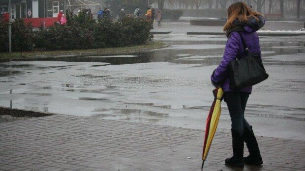 Мокра стихія змусить франківчан тягатися з парасольками у День Святого Валентина