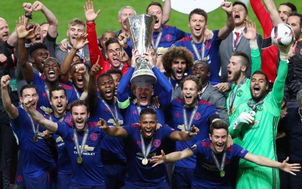 Манчестер Юнайтед - победитель Лиги Европы: Фото церемонии награждения