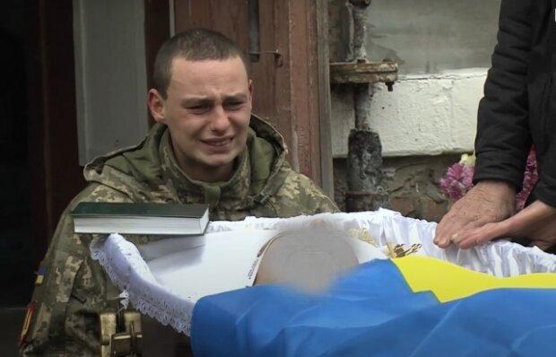 """Загадкова смерть прикордонника на Закарпатті не дає спокою українцям: """"Його вбили"""""""