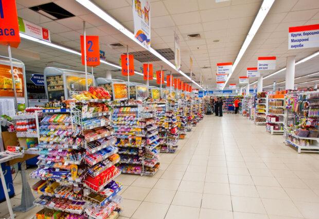 """В харківському супермаркеті охоронець влаштував """"гоп-стоп"""" покупцеві: руки - на прилавок"""