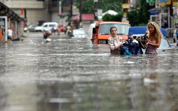 Дикий потоп в столиці: ретро-зливостоки, забиті колектори та нахабні дачники