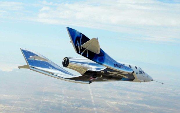 В космос впервые отправили самолет с человеком на борту: запечатлели в фото
