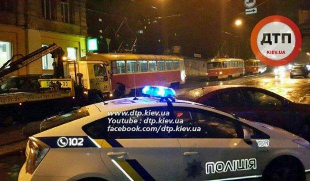 "Столичная полиция спасла трамвай от ""героя парковки"" (фото)"